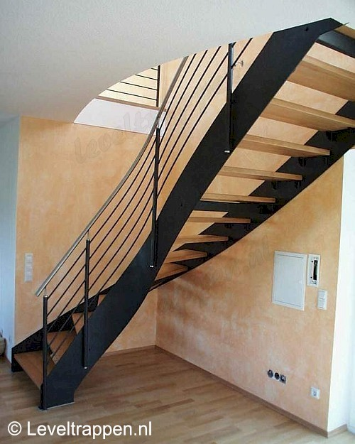 Klassieke onderkwart design trap - Moderne designtrappen ...
